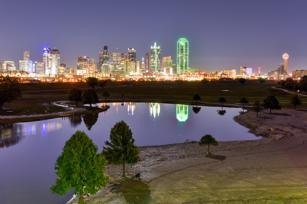 dallas photographer photographing the dallas skyline d2 studios
